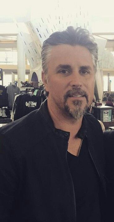 933 best images about richard rawlings on pinterest discovery channel silver foxes and. Black Bedroom Furniture Sets. Home Design Ideas