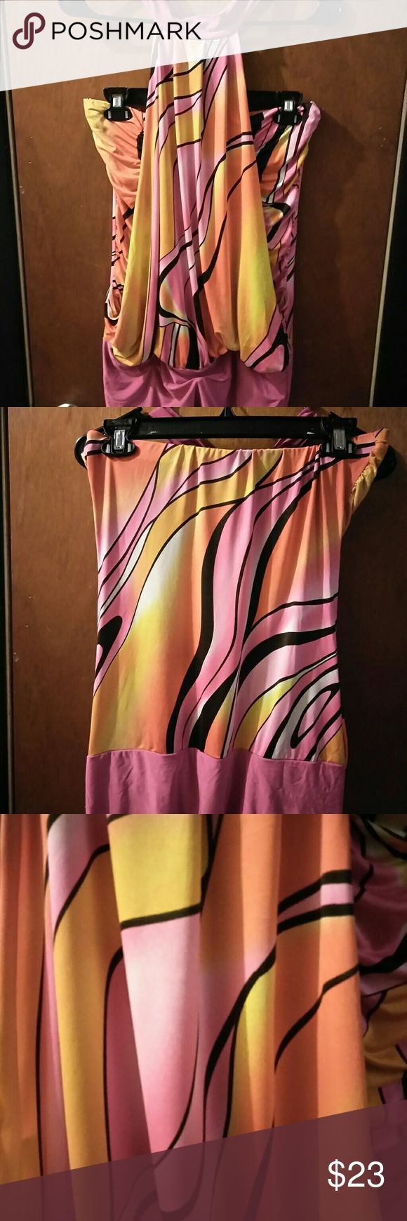 🍒2 piece Halter top 🍒 sz Large 🌟 burst colors Pre-loved 💖, great condition. Step out for a night on the town with this unique beauty! Codigo Tops