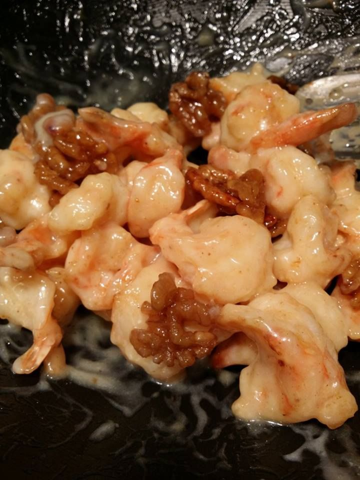 HONEY WALNUT SHRIMP! An easy to prepare, Hong Kong style Chinese dish, with it's crispy batter-fried shrimp tossed in a creamy sauce then topped with sugar coated walnuts, what's not to love? Giv...