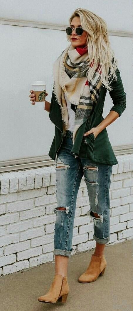 The ripped jeans have to be my favorite thing about this outfit