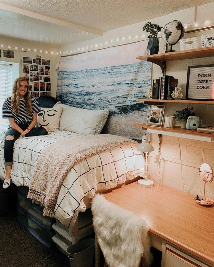 Bien, ¿podría ser más linda esta habitación? Tantas ideas lindas de dormitorio que estoy muriendo …