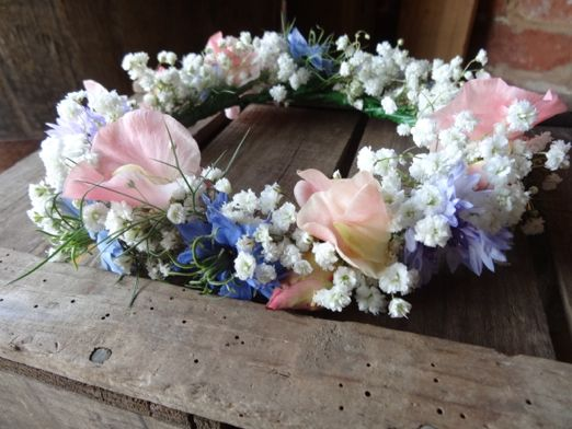 An ode to sweet peas: floral inspiration for a summer wedding in celebration of a British bloom that keeps on giving