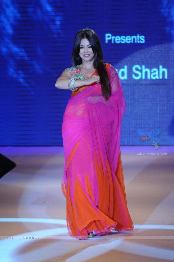 Mahima in hot pink.