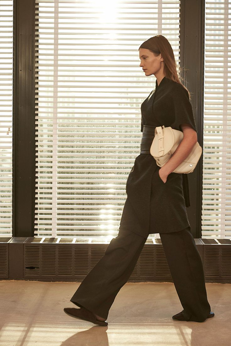 The Row - Fall 2015 Ready-to-Wear - Look 4 of 29?url=http://www.style.com/slideshows/fashion-shows/fall-2015-ready-to-wear/row/collection/4