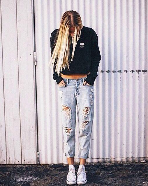 Boyfriend jeans converse and crew neck sweater. Brandy Melville. Cute