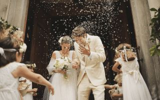 Weet jij.. waarom we rijst gooien tijdens een huwelijk? #weetje #bruiloft #rijst