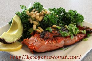 Salmon with kale salad and avocado - delicious & low carb, high fat! #LCHF