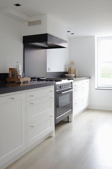 25 beste idee n over kleine landelijke keukens op pinterest witte boerderij keukens en - Eiland zwarte bad ...
