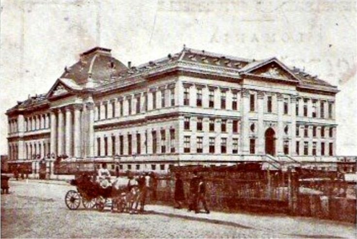Palace of Justice, every big city has one, also Craiova. Enjoy all the pictures ( modern and old ) on www.iCraiova.com