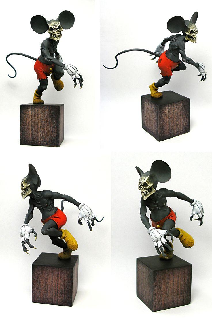 TRUE FACE. 13cm sculpture. polymer clay, acrylic paints. #mickeymouse #disney #sculpture #allandiegocarrasco