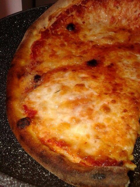 Caldissima* 12.7.2014- Pizza alla Mozzarella di Bufala campana, Vesuvio.  #pizza#mozzarella#bufala 1x #campania #tomato #cheese #lunch h2PM 1 in 2. #break h3pm.  anythingMORE about :* #justapleasure & 320GR.1000k.16/14fat.36carb.2sugar&fiber.21protein. #napoli#naples#vesuvio#verapizzanapoletana that i♥.SELF. 4$ #crust#pizzas#verace#oil forfree Saturday day…
