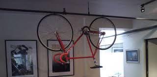 Resultado de imagen para ganchos para colgar bicicletas