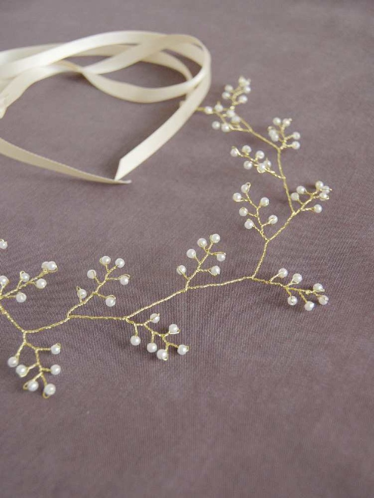 Wedding Pearl and Gold Vine Hair Crown Bridal Golden Halo Nature Inspired Hair Wreath Romantic Headband Grecian Style Woman Gift ADELINE. €40,00, via Etsy.