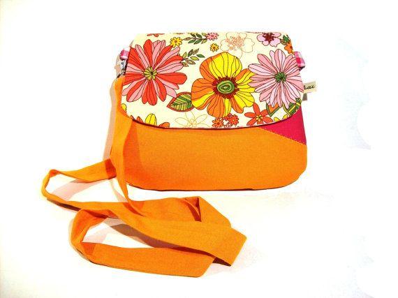 sac besace, pochette bandouliere orange et fuschia rabat fleuri
