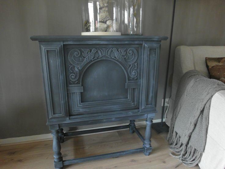 17 beste idee n over opgeknapte meubels op pinterest hergebruikte meubels afgewerkt meubilair - Grijze en zwarte kamer ...