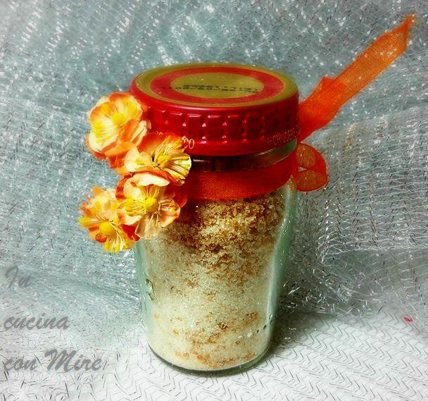Il sale agli agrumi è un sale aromatico dal profumo intenso che da gusto a insalate e piatti di pesce in particolar modo.