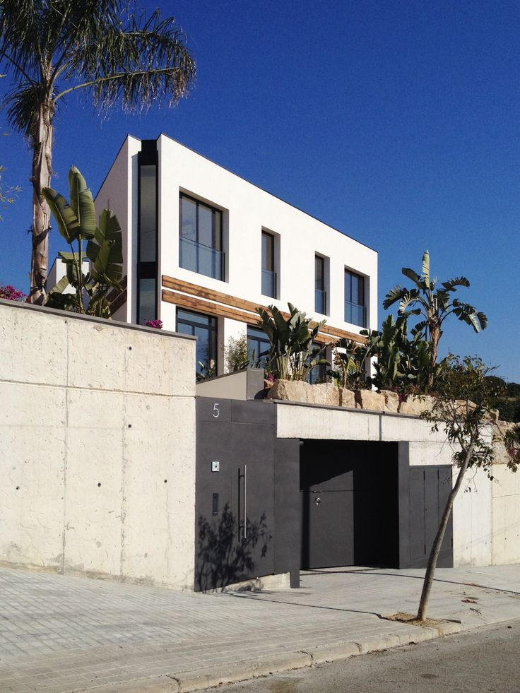 House between palms | A House by 08023 Architects in Barcelona | #Houses #Garden
