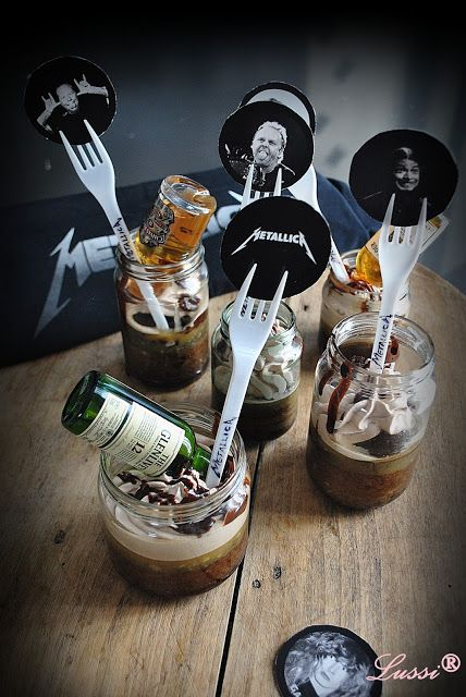 Lussi`s World of Artcraft: Metal Kitchen: Whiskey in the Jar cakes and METALLICA for all!
