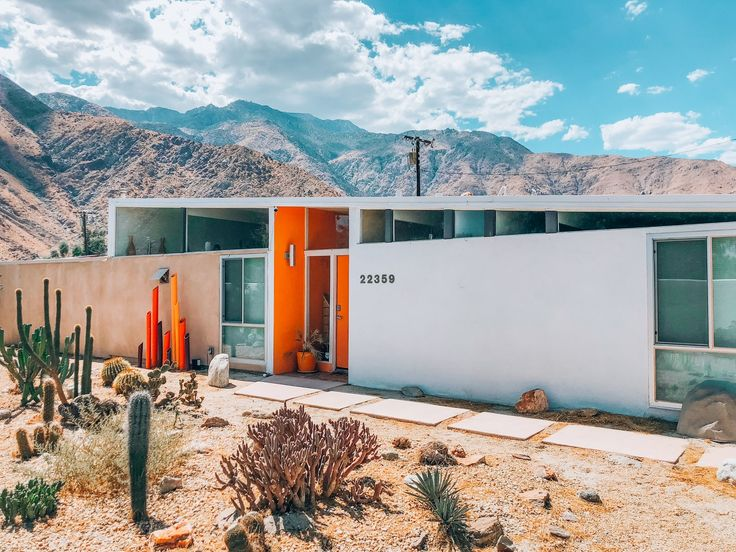 Immerse Yourself in Bright Color at This Midcentury Rental in Palm Springs #dwel…