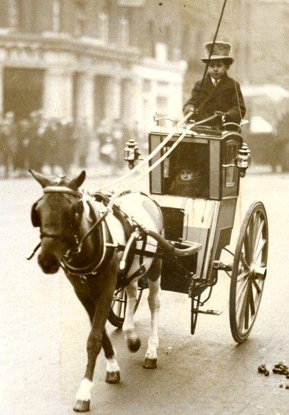 Little People in a miniature Hansom Cab - Kensington, London, 1920s via past-to-present