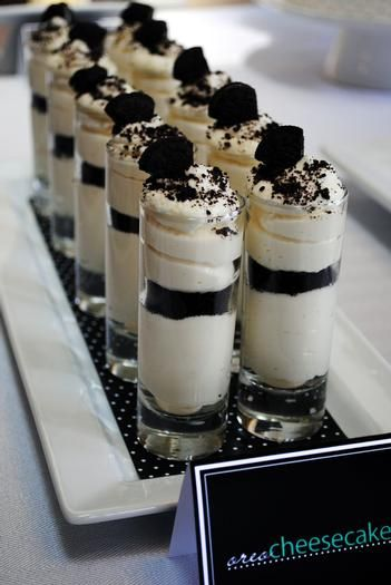 Oreo cookie Parfait Or Chocolate Cake? - Black and white party ideas. Should've made these for our wedding ;)
