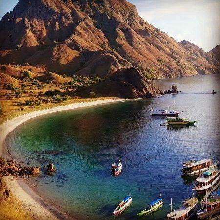 HUB WA. LINE .HP 1. 082 144 999 975 EXPLORE KOMODO FLORES TOUR EXPLORE KOMODO & EXPLORE WAEREBO & EXPLORE 17 ISLAND & DANAU TIGA WARNA KELIMUTU. 7 HARI 6 MALAM Explore Komodo Flores Location: Labuan Bajo Price: Rp. 6.000,000/ pax Book Now! Sailing Komodo dan Explore Waerebo 7Hari 6Malam HARGA. 1. Orang Rp. 10,500,000 2. Orang Rp. 6,750,000/ pax 3 orang Rep. 6. 550,000/ pax 4 orang Rp. 6,350,000/ pax 5 s/d 10 orang Rp. 6,000,000/ pax Fasilitas yang di ...