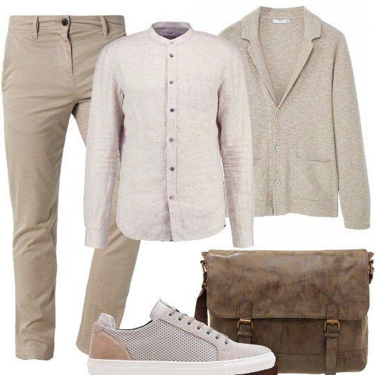 Pantaloni chino, camicia a maniche lunghe con collo alla coreana, cardigan con bottoni e tasche frontali, scarpe stringata con suola in gomma, borsa a tracolla con fibbie in metallo.