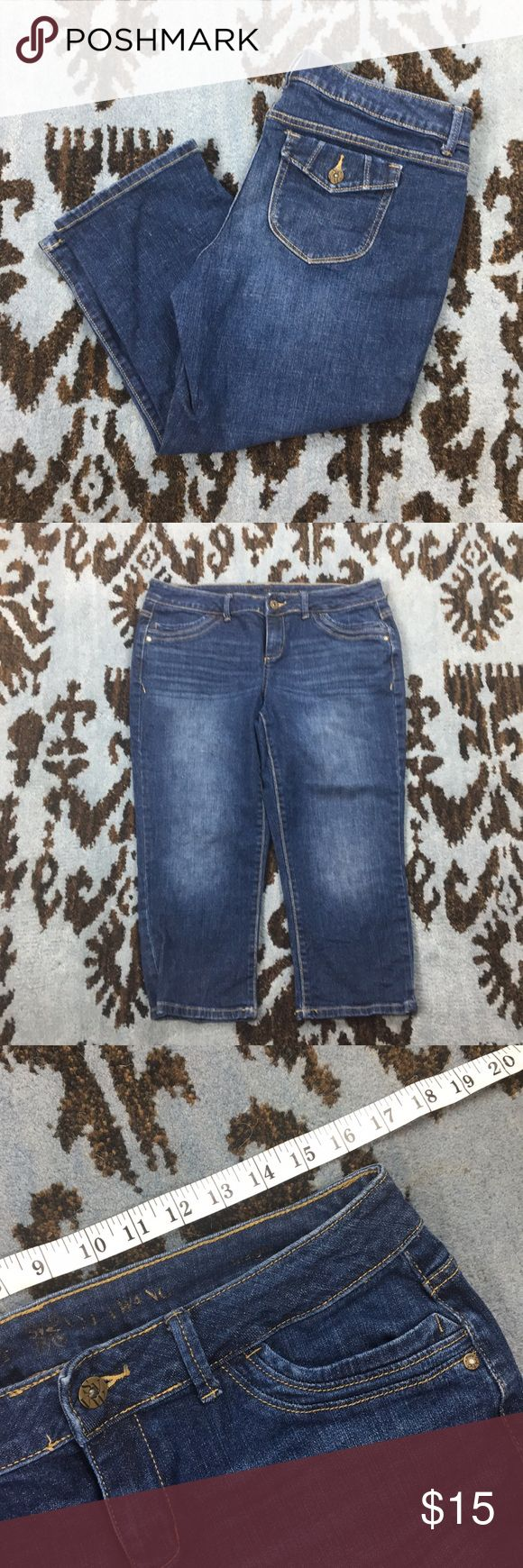 Simply Vera Wang Straight Jean Capri 14P Simply Vera Wang Straight Jean Capri 14P, measurements in photos. Excellent condition. 1% Spandex. Simply Vera Vera Wang Jeans
