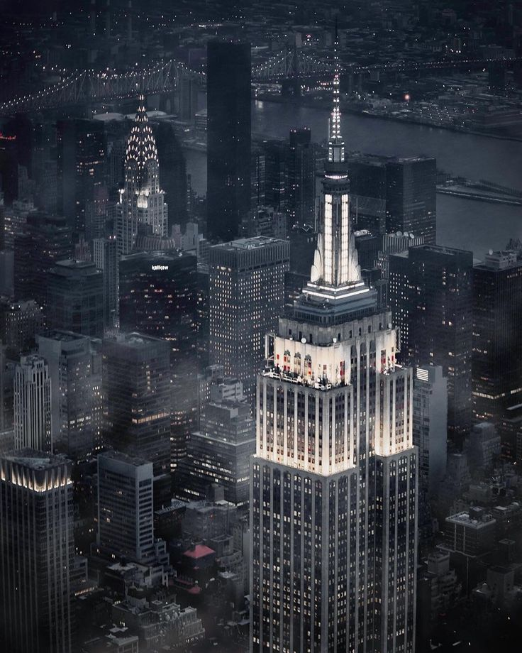 Empire State Building by Paul Seibert @pseibertphoto by newyorkcityfeelings.com - The Best Photos and Videos of New York City including the Statue of Liberty Brooklyn Bridge Central Park Empire State Building Chrysler Building and other popular New York places and attractions.