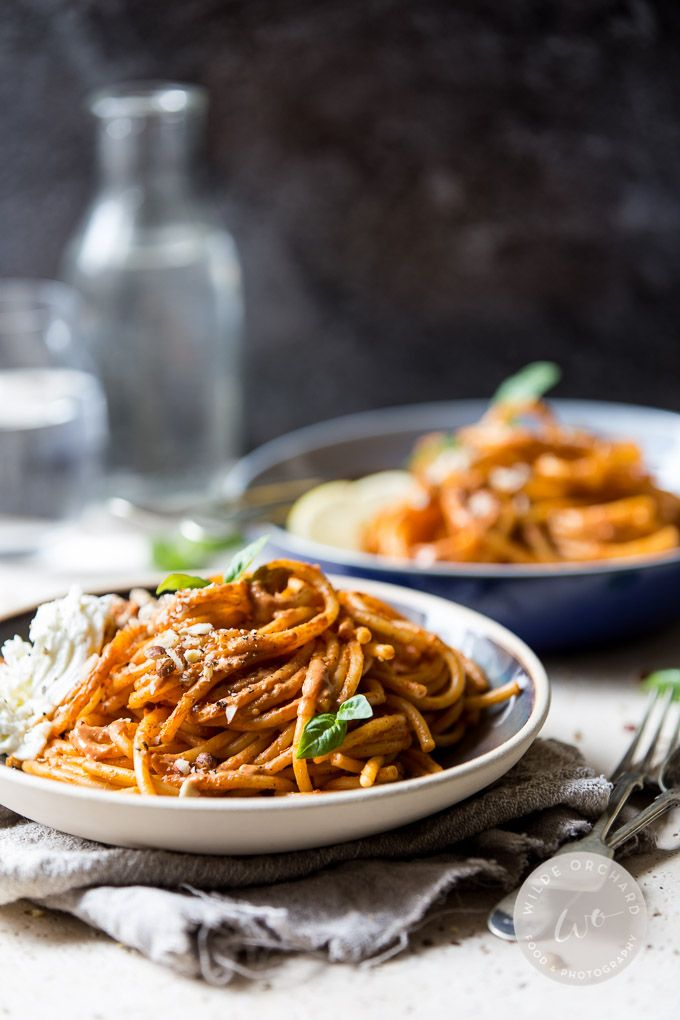 Roasted Tomato Bucatini. |www.wildeorchard.co.uk | A simple juicy and fresh roasted tomato pasta for fast fresh weeknights.