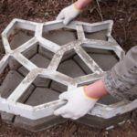 Cómo hacer un camino de hormigón en el jardin