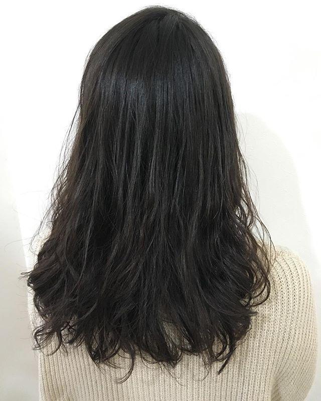 初めてのパーマをかけせて頂きました 根元は縮毛矯正をして収まりよく毛先はデジタルパーマをかけて柔らかい仕上がりにしました イメチェンしてパーマもすごく似合ってました またお店でお待ちしております 米澤 Hair Haircut Hairstyle Beauty Creer Fo デジタル