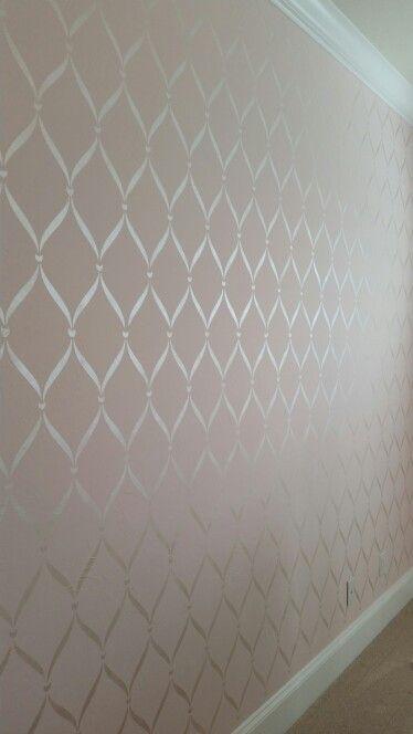 Pearl ribbon stencil
