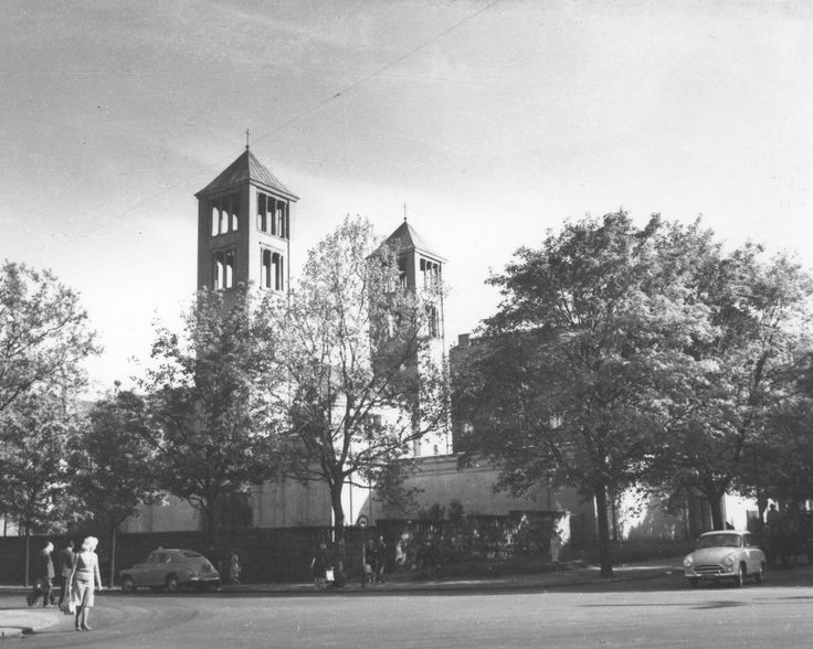 Budowa klasztoru i kościoła Dominikanów w Poznaniu // Widok kościoła od strony alei Niepodległości.