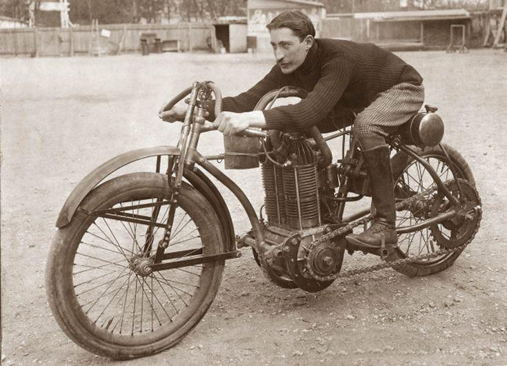 Conoce las motos antiguas que se adelantaron a su época