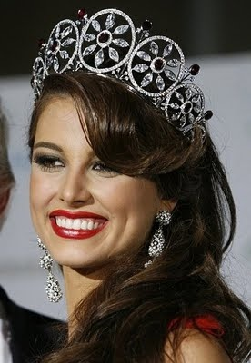 Stefania Fernandez, Miss Universe 2009 is one of the most beautiful woman.