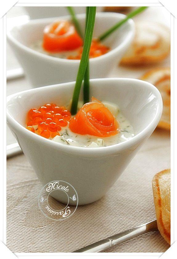 Une petite apéritive verrine : truite fumée, oeufs de truite, pommes,  yaourt à la grèque, moutarde douche, aneth - Nicole Passions !
