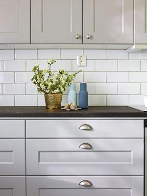 Nyfiken på gråa kök? Köksluckan Nordic från Ballingslöv finns i gråmålad massiv ask. Klassiskt och nytänkande. Hitta din köksinspiration hos Ballingslöv!