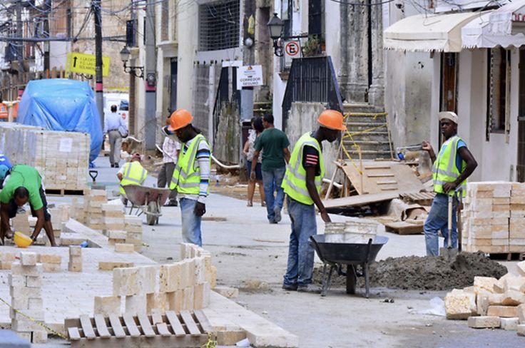 ¿Como sobreviven los Dominicanos con 200 pesos diarios? Piden aumentar salarios en el sector público y privado