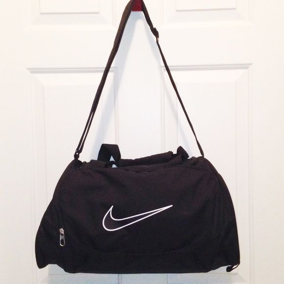 Nike duffle bag Great condition. There are no imperfections. Nike Bags Travel Bags