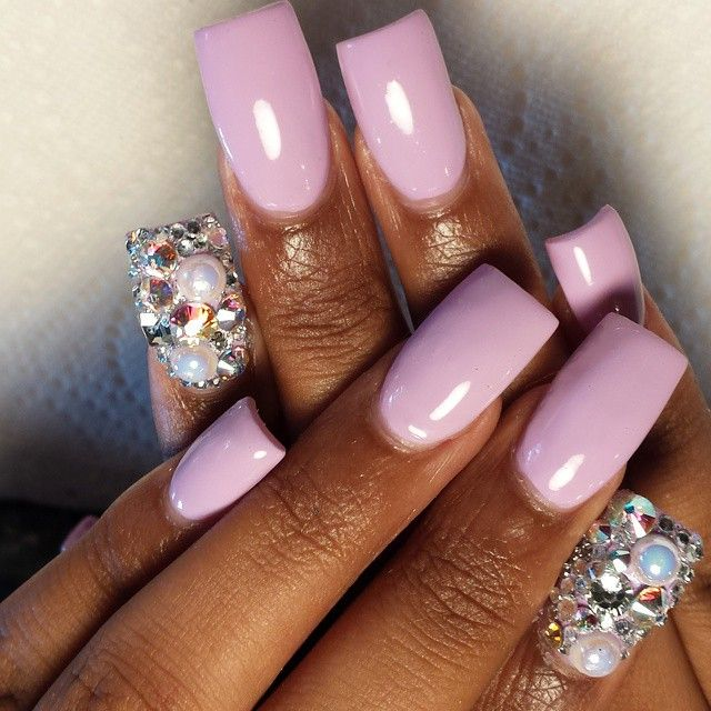 Flared wide nails, nail art design idea with jeweled accent | duck feet nails | fan nails | ideas de unas