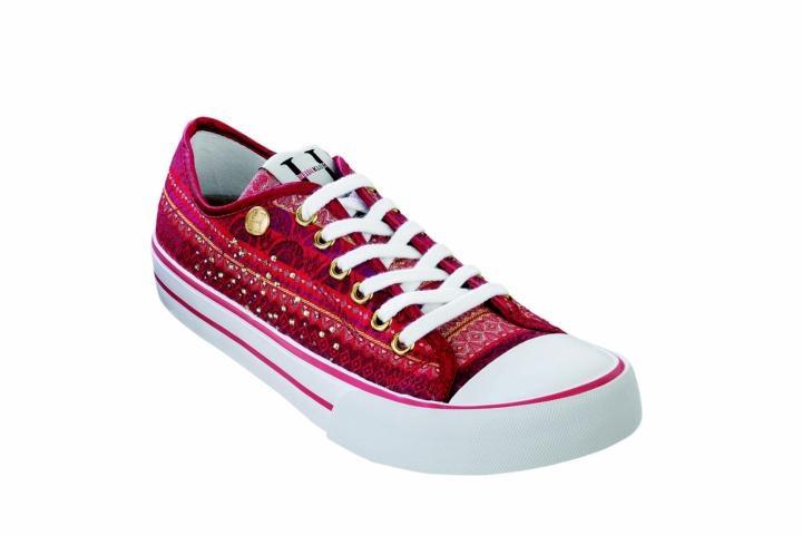 oooo like these too, comfy birkenstock sneakers