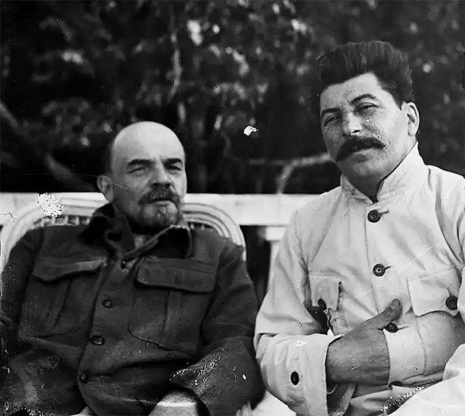 Lenin y Stalin en Gorki, a las afueras de Moscú en septiembre de 1922.