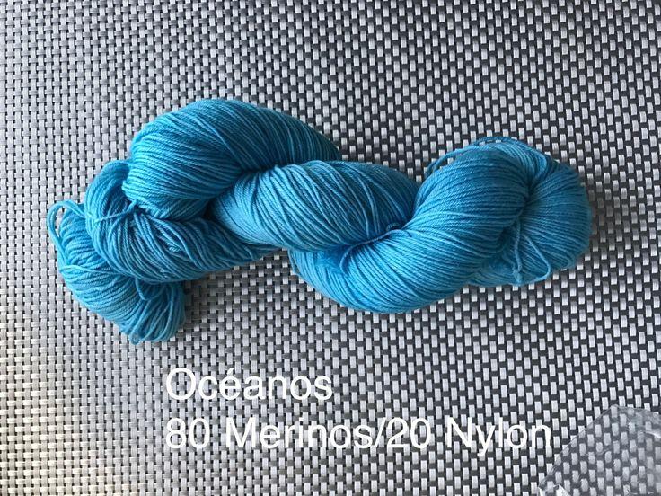 Océanos, laine à bas teinte à la main, turquoise, grosseur fingering, mérinos et nylon, 115 g de la boutique EmmaHDesign sur Etsy