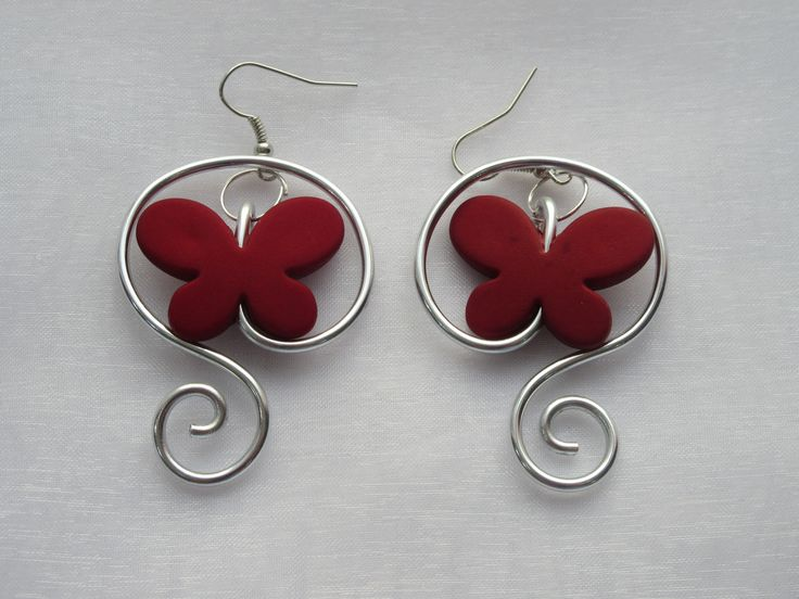 "Boucles d'oreille ""Doux papillons"" en fil aluminium et papillon rouge : Boucles d'oreille par melissacreation"
