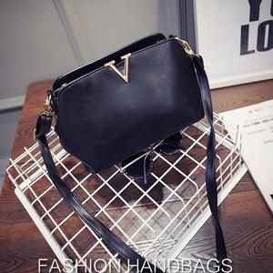 TAS IMPORT KODE: 26642  IDR.145.000  MATERIAL PU  SIZE L25XH17XW10CM  WEIGHT 650GR  COLOR BLACK