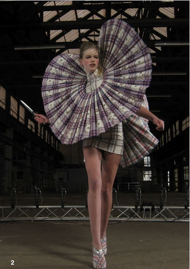 Giant pleat ruffle collar - oversized fashion structures; 3D sculptural fashion design; wearable art // Jan Taminiau