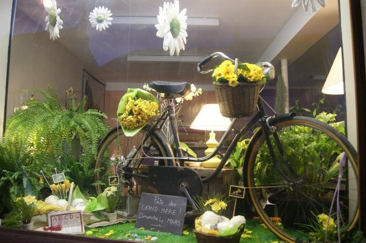 Vitrine f te des grands m res 2012 des fleurs la maison vitrine pin - Fleur fete des meres ...
