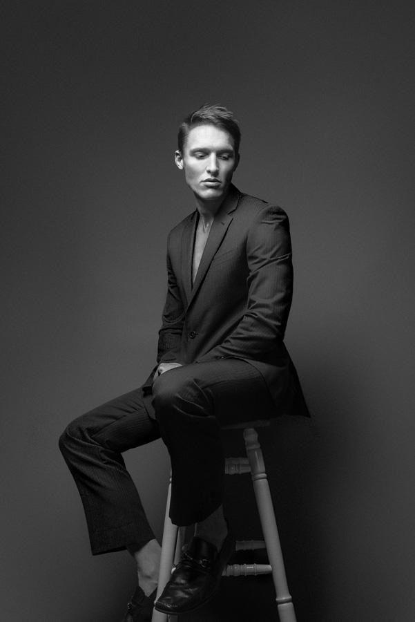 Rohan Phillips, Rohan Phillips Fotografie, John Varvatos Anzug, John Varvatos, Nadelstreifen, Männliches Model, Männer, Mann, Herrenmode, Mode, Schwarz und …