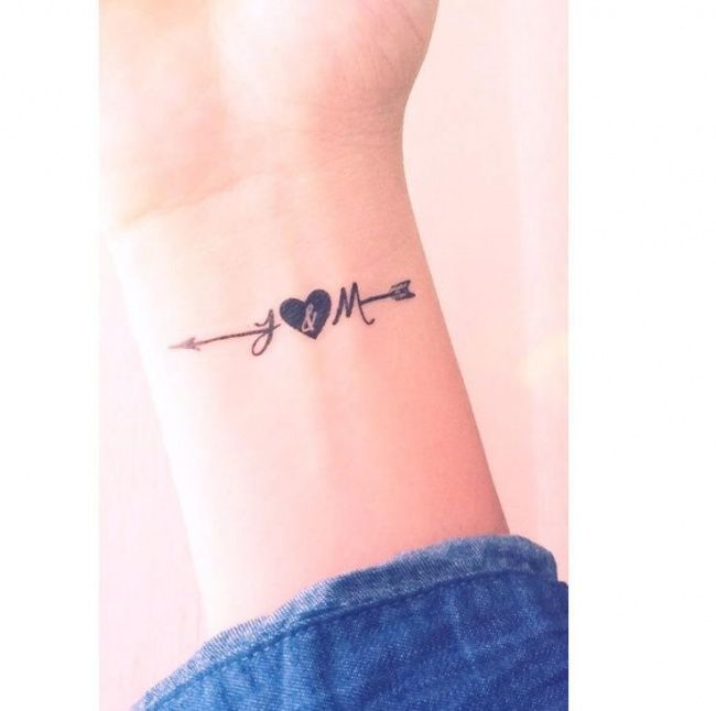 265917-male-tatuaze-z-inicjalami-i-monogramami-subtelne-wzory-ze-znakiem-nieskonczonosci-i-sercem-i-kotwica.jpg (650×646)